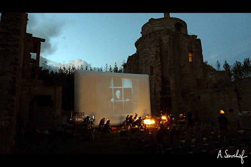 """Le ciné-concert """"Nosferatu, Une Symphonie de l'Horreur"""" au château de la Hunaudaye, dirigé par Jean-Louis Forestier"""